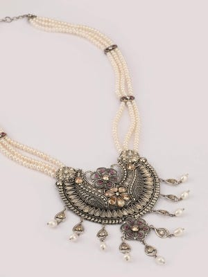 Pearl Studded Silver Necklace
